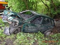 Žena narazila autom do stromu, skončila v nemocnici