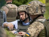 Prezident Zelenskyj v bojovej oblasti