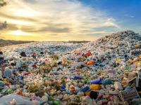 Malajzia chce vrátiť tony plastového odpadu