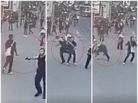 Útočník zranil policajta krátko pred streľbou na Obchodnej ulici v Bratislave.