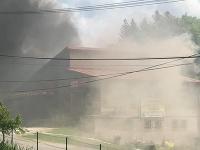 Pri požiari vo Svrčinovci sa mali zraniť traja ľudia.