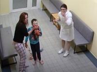 Chlapec začal pár dní po operácii mandlí masívne krvácať.