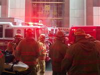 V centre New Yorku sa zrútil vrtuľník