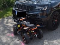 Dopravní policajti z Nových Zámkov prijali oznámenie o dopravnej nehode, jej účastníkom bolo dieťa na štvorkolke.