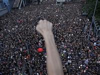 Masové protesty v Hongkongu