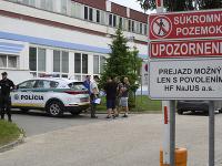 Vo firme v Dubnici nad Váhom sa strieľalo.
