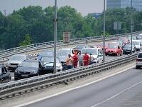 Nehoda na moste SNP, tvoria sa kolóny.