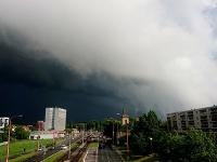 Búrky by mali zasiahnuť aj západné Slovensko.