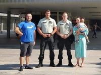 Ninka sa narodila v nemocnici vďaka policajtom.
