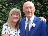 Manželia Alison Sonnexová a Clive Eversfield.