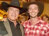 Patrick Schwarzenegger so svojím slávnym otcom.