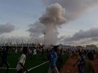 Viac ako 14 hodín trvajúci útok sa začal výbuchom bomby umiestnenej v aute.