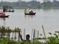 Záplavy a zosuvy pôdy zabili desiatky ľudí v Indii a Nepále