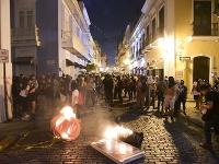 Ľudia protestujú za odstúpenie portorického guvernéra Ricarda Rossellóa v San Juane