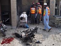Samovražedná atentátnička sa odpálila pred nemocnicou v Pakistane