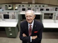 Zomrel prvý letový riaditeľ NASA Chris Kraft (†95)