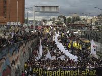 Tisíce Kolumbijčanov vyšli do ulíc a protestovali proti vzrastajúcemu počtu vrážd aktivistov za ľudské práva, ku ktorému dochádza od roku 2016