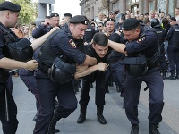 V sobotu zatkli v Moskve počas nepovoleného protestu takmer 1400 demonštrantov