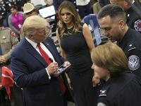 Trump s manželkou navštívili El Paso