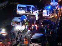 Nehoda si vyžiadala troch zranených.