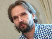 Pri skúške nového muzikálu Jána Ďurovčíka prišlo k hrozivému zraneniu.