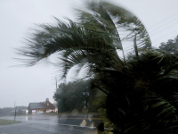 Stred hurikánu Dorian sa presunul v piatok nad Mys Hatteras v americkom štáte Severná Karolína.
