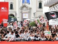 Klimatickí aktivisti protestovali na filmovom festivale v Benátkach