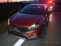 Po zrážke mal vodič na aute poškodený predný nárazník a odpadnuté predné evidenčné číslo