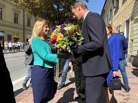 Na snímke vpravo predseda Prešovského samosprávneho kraja (PSK) Milan Majerský víta prezidentku SR Zuzanu Čaputovú (vľavo) počas jej návštevy v Prešove