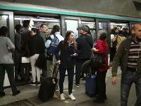 Dopravu v Paríži ochromil štrajk zamestnancov mestskej hromadnej dopravy.