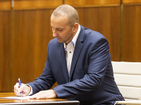 Milan Špánik v parlamente nahradil Milana Mazureka