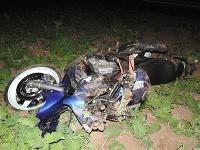 Motorkár skončil ťažko zranený v poli
