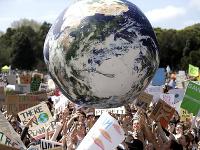 Austrálski školáci otvorili celosvetový štrajk za účinnejšiu ochranu klímy.