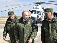 Vladimir Putin (v strede)