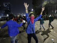Protesty v Indonézií sa poriadne skomplikovali, zasahovala polícia.