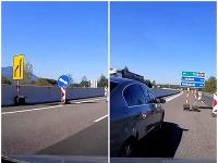 Vodiča zmiatlo dopravné značenie na D1.
