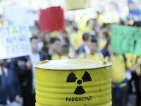 Bosniaci protestovali proti plánovanej skládke jadrového odpadu v Chorvátsku.