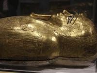 Pozlátený sarkofág patriaci kňazovi menom Nadžemanch v hodnote štyri milióny dolárov