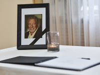 Záujem o kondolenčnú knihu na počesť Karla Gotta je veľký