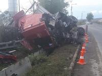 Vodič kamióna nehodu neprežil.