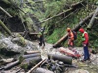 Leteckí záchranári pomáhali turistovi po páde z rebríka