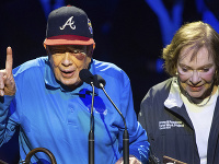 Jimmy Carter (vľavo)