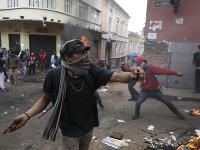 Demonštranti v Ekvádore sa búria, protivládne protesty vrcholia.