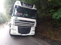 Poľský kamionista ignoroval značky a zablokoval cestu na niekoľko hodín
