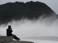 Tokio a okolité oblasti bičuje silný dážď a vietor, ktoré sprevádzajú tajfún Hagibis.