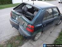 Opitý šofér bez vodičáku narazil do zaparkovaného auta.