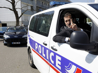 Christophe Castaner v policajnom aute