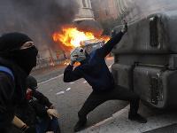 Maskovaný demonštranti v Barcelone