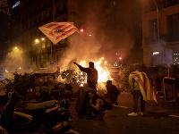 Protesty v Barcelone sa zvrhli na nepokoje
