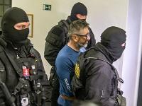 Ľubomír Kudlička v sprievode polície